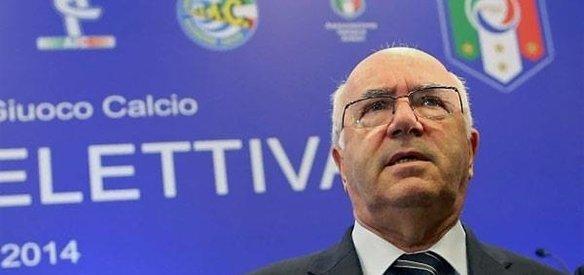 İtalya Futbol Federasyonu Başkanı Carlo Tavecchio, 2018 FIFA Dünya Kupası finallerine gidememesi nedeniyle görevinden istifa etti