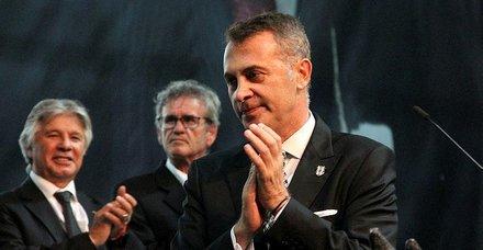 Beşiktaşta Fikret Orman tekrar başkan seçildi!