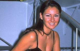 Pınar Altuğ gençlik yıllarına ait mayolu fotoğrafıyla...