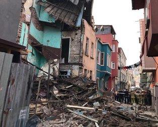 Balat'ta 4 katlı binada çökme