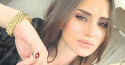 Mustafa Sandal'dan boşandıktan sonra Sadettin Saran'la aşkı da hüsranla biten Emina Jahovic Sırbistan'da moral depoluyor