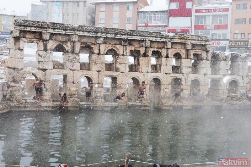 Yozgat'ta dondurucu soğukta yüzme keyfi