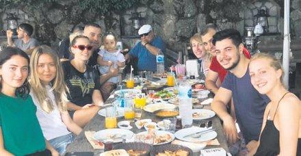 Eremcan Acar, Aylin Koç'un ailesiyle tatile çıktı