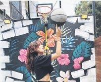 Zeynep Bastık, Michael Jordan'ı anlatan belgesele hayran kaldı. Basketbol topuyla şov yaptı…