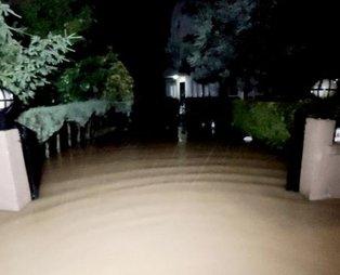 Düzce'nin Akçakoca ilçesinde dereler taştı, evleri su bastı