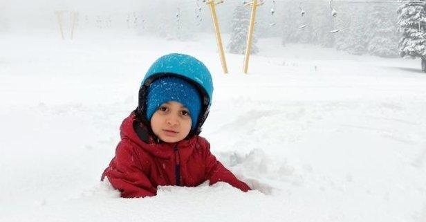 Beyaza büründü! Kar kalınlığı 40 santimetreyi buldu