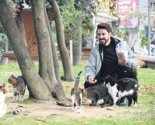 Faruk K. Nişantaşı'nda kedileri beslerken görüntülendi