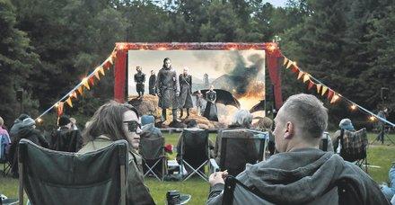 Game of Thrones'un final sezonu başlıyor! Game of Thrones hayranları Zekeriyaköy ve Kemerburgaz'daki lüks villalarda ilk bölüm için bir araya gelecek