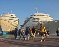 Kuşadası'na 3 gemiyle 3 bin 500 turist geldi