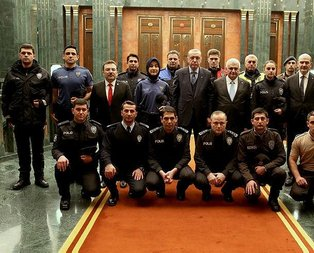 Emniyet personeli yeni üniformalarıyla Cumhurbaşkanlığı Külliyesinde