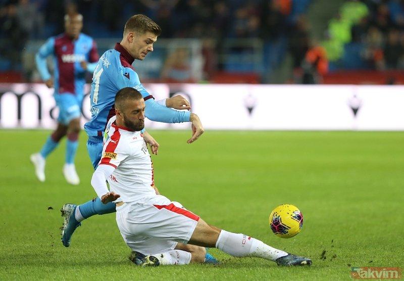 Trabzonspor-Göztepe maçında dikkat çeken kare! İki takım ve hakemler...