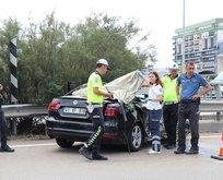 Dehşet veren kaza! Lüks aracın tavanı kamyonda kaldı