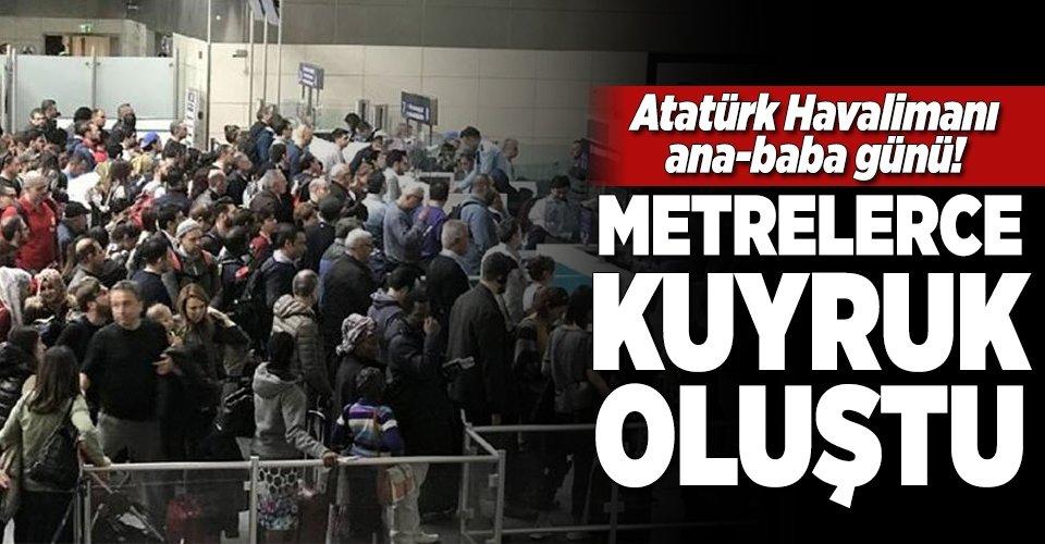 Atatürk Havalimanında metrelerce kuyruk oluştu
