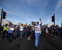 İngiliz sağlık çalışanları sokaklara döküldü!