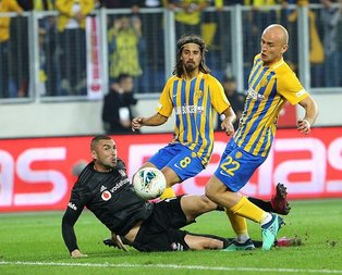 Beşiktaş'ta derbi öncesi şok! Yıldız isim sakatlandı