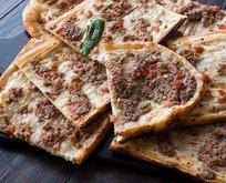 Etli ekmek nasıl yapılır, malzemeleri nelerdir? Pratik ve lezzetli MasterChef etliekmek tarifi! İşte püf noktası…