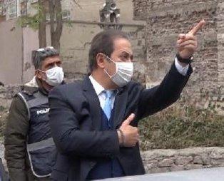 Kayseri'de özel bir eğitim merkezindeki eski ve rengi solmuş Türk bayrağı İl Milli Eğitim Müdürü Celalettin Ekinci'yi çıldırttı