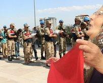PKKlı hainleri görünce yüzlerine tükürdü