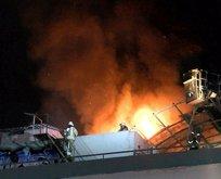 Zeytinburnu'nda fabrika alev alev yandı!