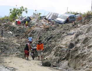 Deprem ve tsunaminin vurduğu Endonezyada korkutan gelişme! Cesetler sahile vurmaya başladı