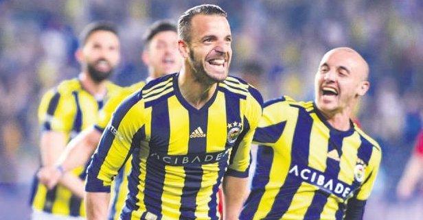 En az 1 yıl daha Fenerbahçe'deyim