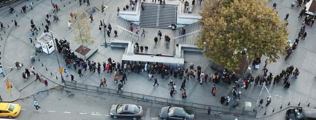 Dakikalarca sırada beklediler! Yer: İstanbul