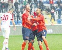 Başakşehir Antalya'yı 4'ledi koltuğa yerleşti