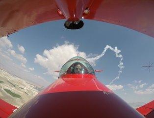 Akrobasi pilotlarının nefes kesen gösterisi
