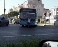 Otobüse maskesiz alınmayınca sileceklere tutundu