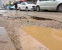CHP'li Karabağlar'da bozuk yol çilesi!