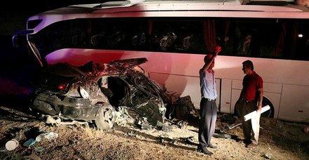 Van'da otobüs ile otomobil çarpıştı: 5 ölü, 18 yaralı