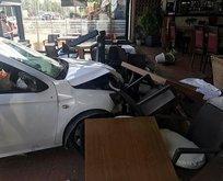 Şarkıcı Lara'ya Antalya'da otomobil çarptı