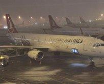 İstanbulda uçuşlara kar engeli