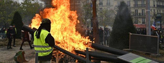 Paris yanıyor! Sokakları ateşe verdiler