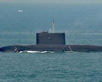 Esrarengiz diplomaside denizaltı detayı!