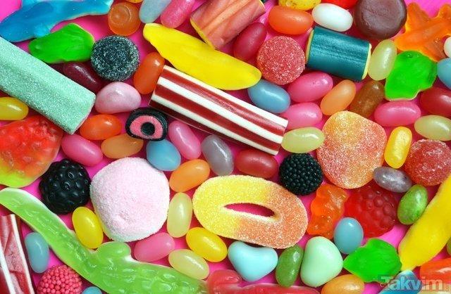 Bu besinler her geçen gün beyninizi yiyor (Beyine zarar veren besinler)