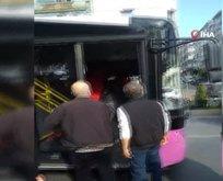 Halk otobüsü şoförü ile yolcu birbirine girdi