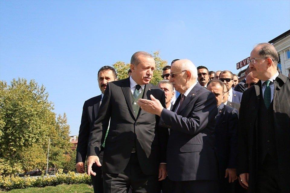 Cumhurbaşkanı,cuma namazını Melike Hatun Camisi'nde kıldı