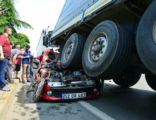 Trabzon'da feci kaza! Hurdaya dönen araçtan sağ çıktılar