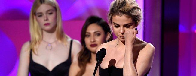 Selena Gomez ödülünü alırken ağladı