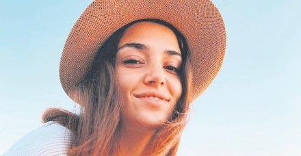 Ünlü oyuncu Hande Erçel Ege'de balığa çıktı
