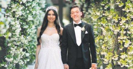 Mesut Özil ile Amine Gülşe çifti Victoria ve David Beckham'a rakip çıktı!