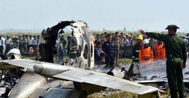 Myanmar'da feci kaza! Askeri uçak fabrikanın üzerine düştü