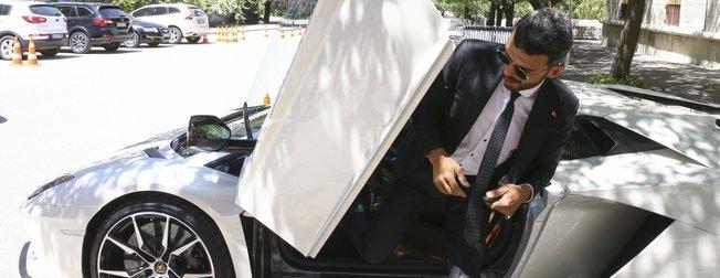 Kenan Sofuoğlu TBMMye Lamborghini ile geldi