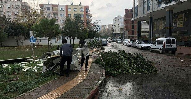 Antalya'da hortum felaketi! Çatılar uçtu ağaçlar söküldü