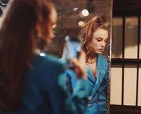 Serenay Sarıkaya süper mini mavi elbisesi ile yürek hoplattı!