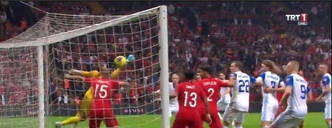 İşte Türkiye'nin kader anı! Merih Demiral'dan EURO 2020'ye götüren kurtarış