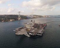 Dünyanın en büyük inşaat gemisi İstanbul Boğazından geçti
