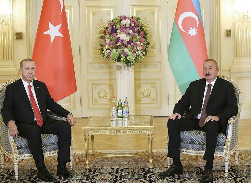 Cumhurbaşkanı Erdoğan Azerbaycanda resmi törenle karşılandı