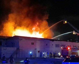 İstanbul Küçükçekmece'de kağıt ambalaj fabrikasında korkutan yangın!